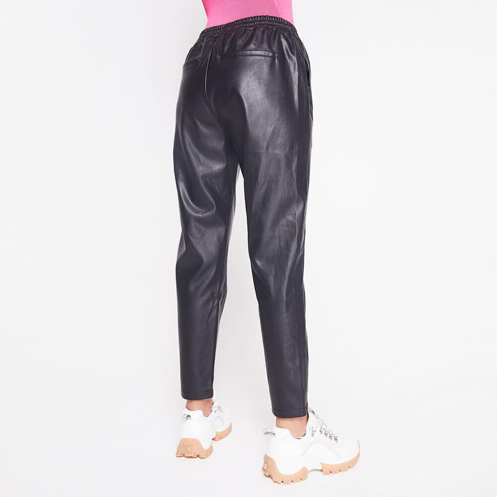 Pantalon Tiro Medio Regular Cuerina Mujer Rolly Go image number 2.0