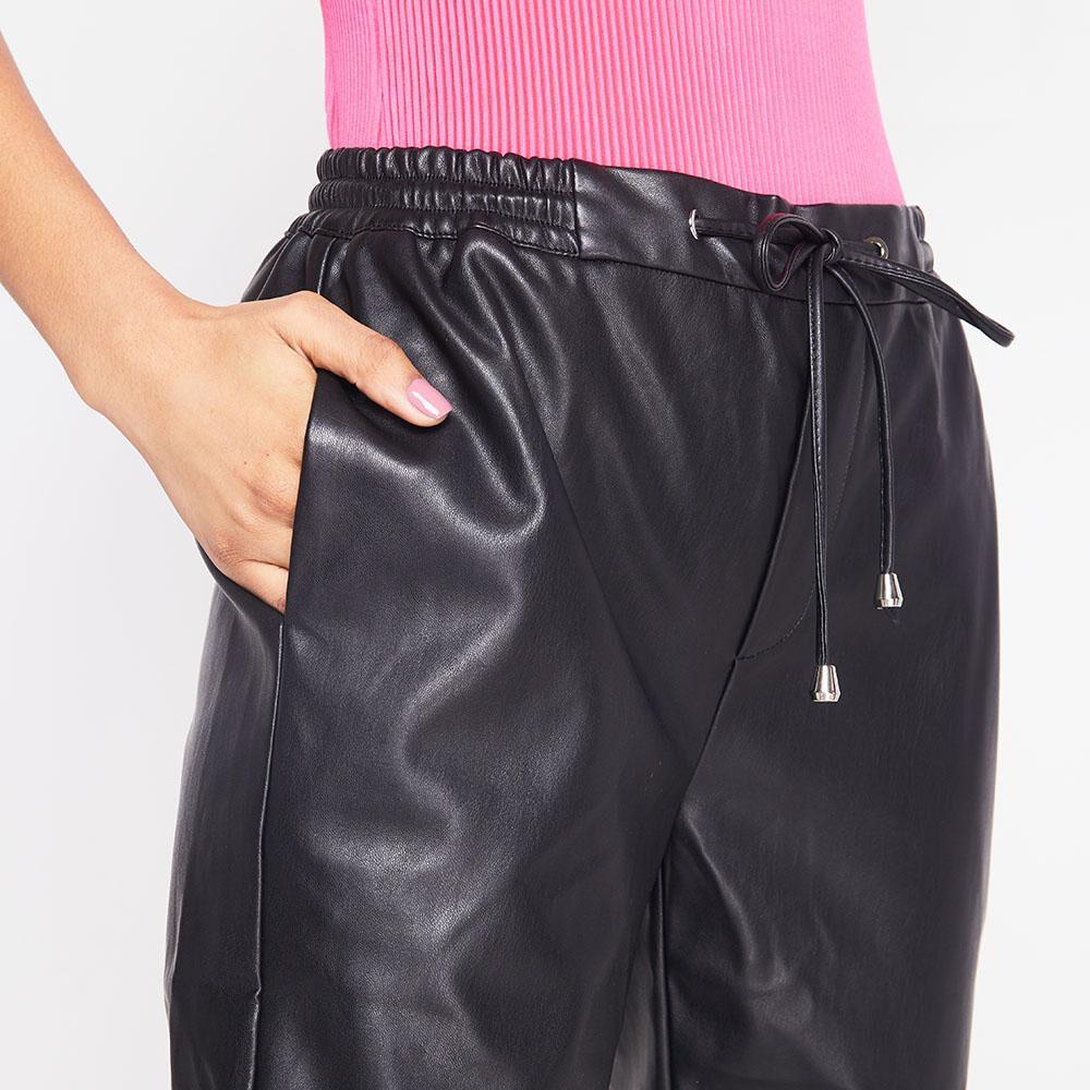 Pantalon Tiro Medio Regular Cuerina Mujer Rolly Go image number 3.0