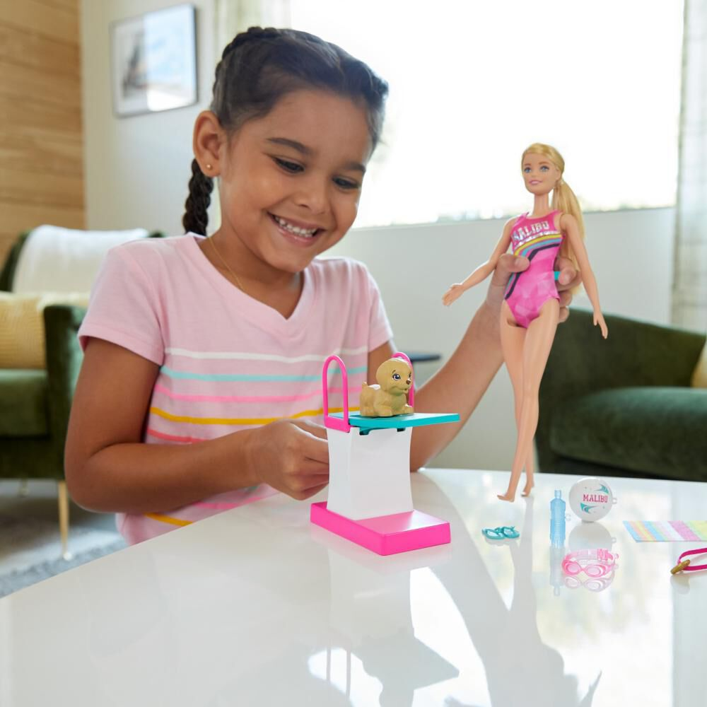 Barbie Dreamhouse Adventures Muñeca Nadadora Con Accesorios image number 1.0